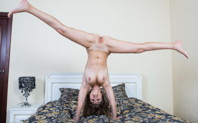 sexy girl doing a handstand naked