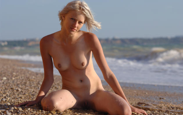 Mila Blonde Beach Wet Manyvids 1