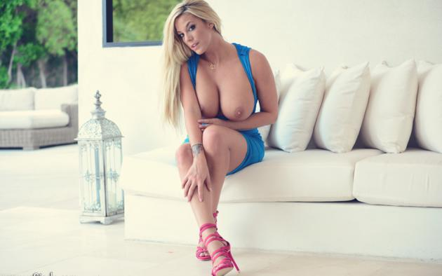 High heel big boob blonde
