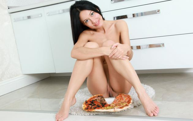 Sorry, that nude girls and pizza there