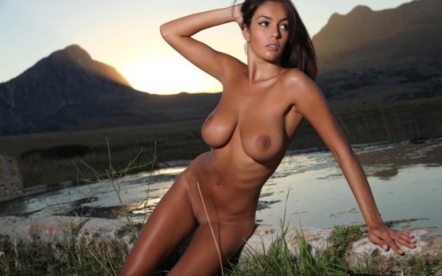 Nude lesbian savanas ela