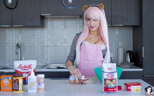 elie, pink hair, big tits, pinafore, smile, kitchen, cuisine, non nude, suicide girls