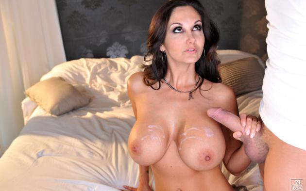 Big boob brunette cumshots
