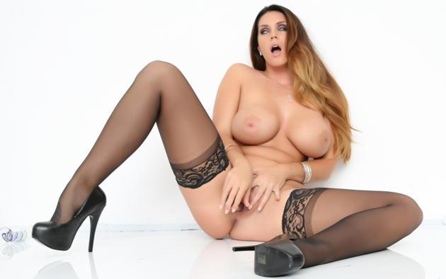Порно фото элисон тайлер в чулках