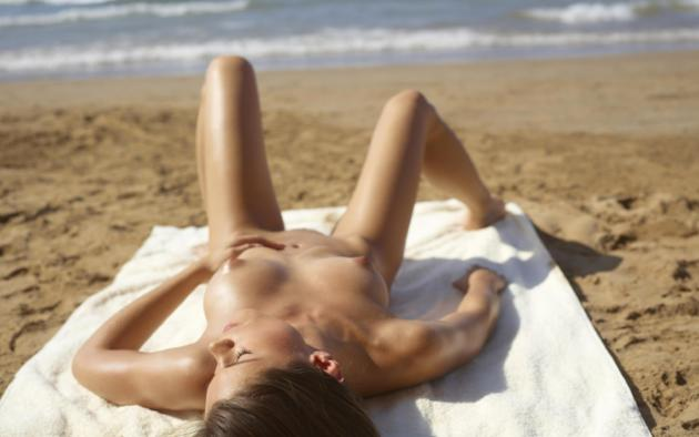 bikini, girl, hot, beach, sexy, hegre-art, little caprice, public beach, tanned, tits, boobs, nipples, puffy nipples, crashing waves
