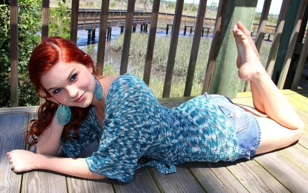 karoline kate, red hair, short jean, nice legs, outdoor, smile, karoline, redhead