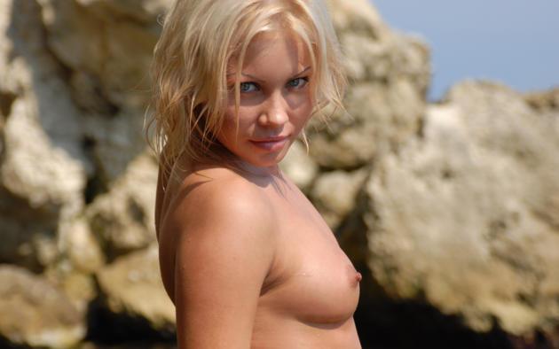 jessica, blonde, naked, beach, small tits, hard nipples, wet, jessika, rock
