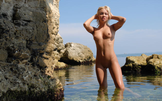 jessika, blonde, beach, naked, small tits, nipples, shaved pussy, wet, rocks, sea