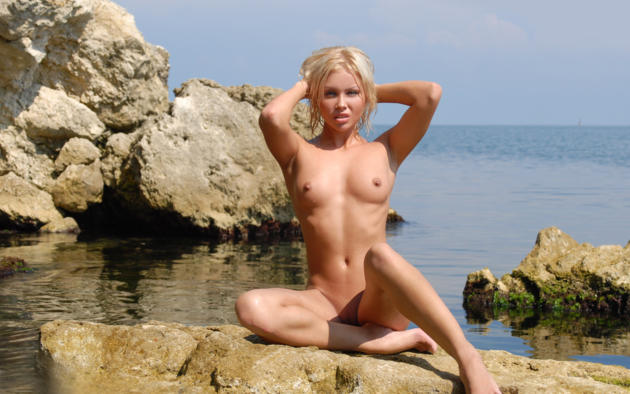 jessika, blonde, beach, naked, small tits, nipples, shaved pussy, spread legs, rock, sea