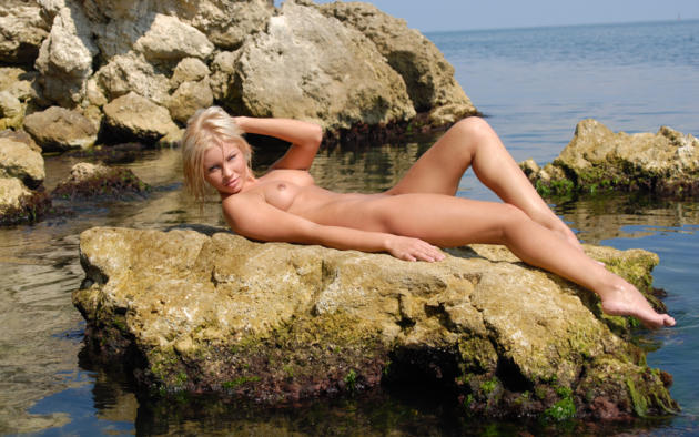 jessika, blonde, beach, naked, small tits, nipples, shaved pussy, rock, sea, sexy legs