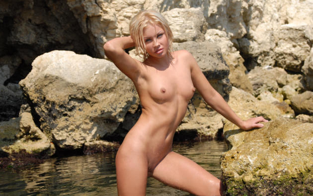 jessika, blonde, beach, naked, small tits, nipples, shaved pussy, wet, rock, sea
