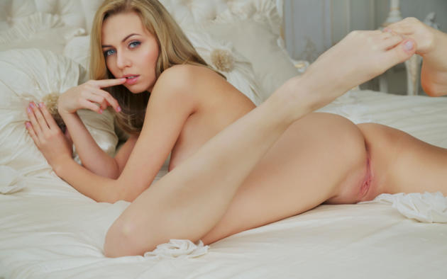 LETICIA: Shaved swedish pussy