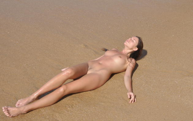 alexa, brunette, beach, wet, naked, small tits, nipples, trimmed pussy, hi-q