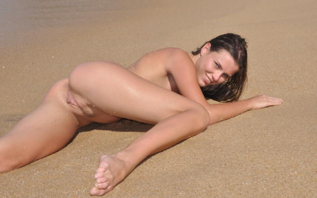 alexa, brunette, beach, wet, naked, trimmed pussy, labia, ass, spread legs, smile, hi-q