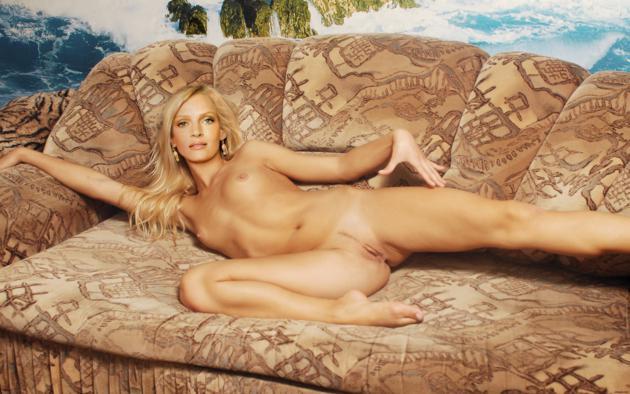 Uma Thurman Actress Blonde Nude Fake Pussy Labia