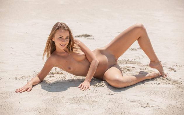 linda chase, linda, aida, linda a, beach, naked, small tits, shaved pussy, labia, spread legs, smile, hi-q