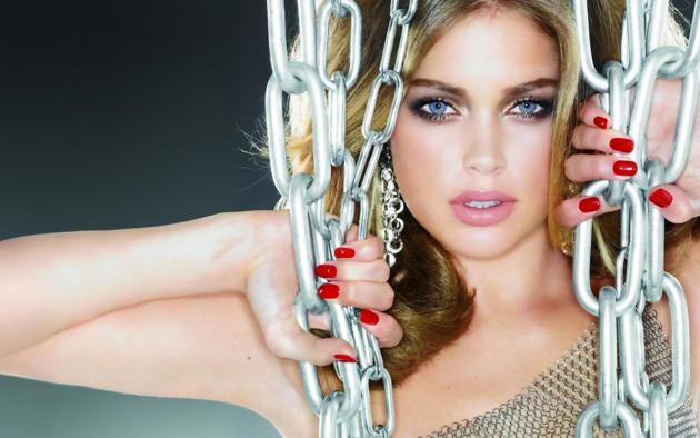doutzen kroes, top model, beautiful, blonde, blue eyes, lips, face, chains, dutch, netherlands, mooi meisie
