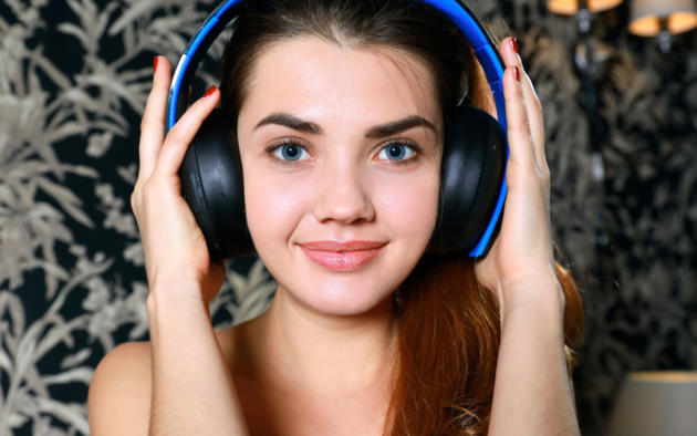georgia, viva, model, brunette, russian, blue eyes, smile, sweet, sensual lips, headphones, face