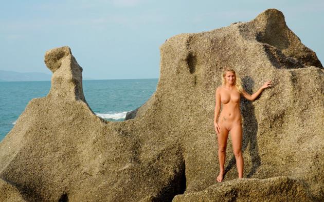 Deanna troi nude