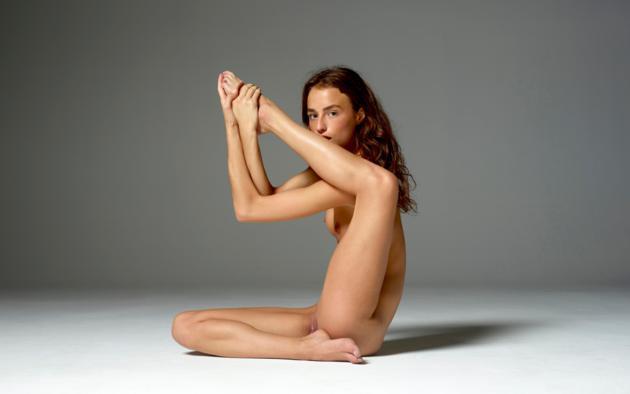 Nude black model cleo