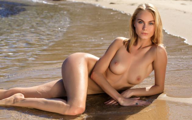 Hot figure women naked