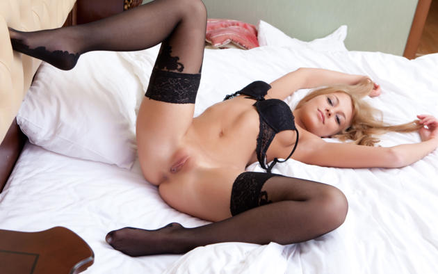 Blonde with sexy long legs anal, tranny cum movies free