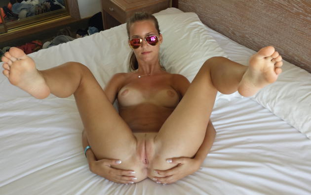 nude spread pussy