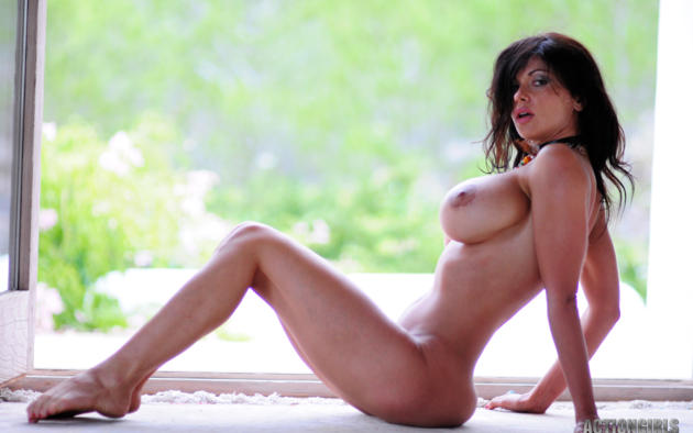 Laura holdne nude