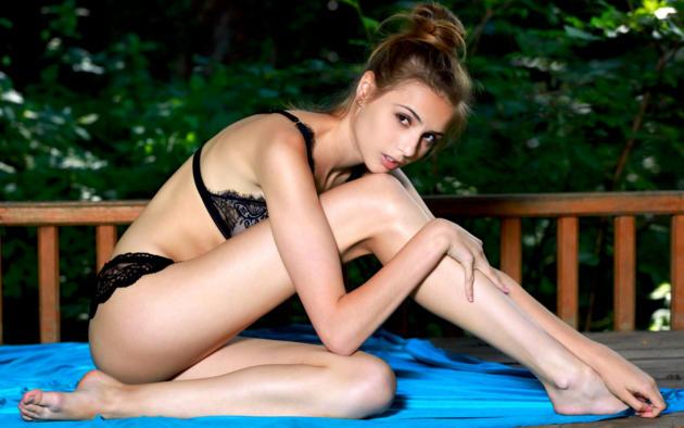 Soft focus nude girls