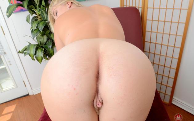 boogtie ass wite girl