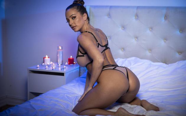 abigail mac, sexy girl, hot girl, posing, bed, lesbian, lingerie, ass, panties, bra, bitch