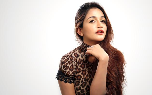Anaika Soti, Brunette, Hot, Non Nude, Dressed, Indian