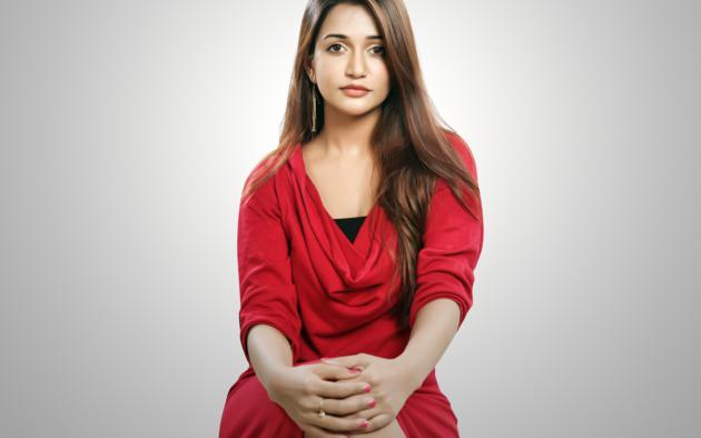 Anaika Soti, Non Nude, Dressed, Sexy, Indian