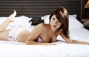 brunette, bed, lingerie, roxanne pallett, hi-res, celebrity, posing, laying, bed, hot, dessous, bra, panty, sexy, decollete, roxanne, hi-q, lingerie series, boobs