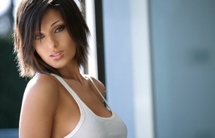 brunette, t-shirt, white, anna tatangelo, anna, beauty, beautiful, eyes, look, singer, labai seksuali, italian, pop singer