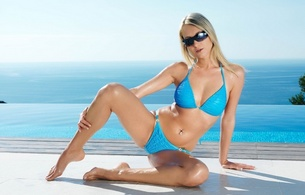 girl, beach, sea, water, bikini, legs, hips, navel, pearcing, glasses