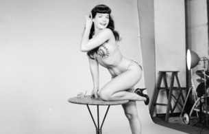 bettie page, betty, bettie, betty page, sexy babe, erotic, retro, bikini, heels, model, posing, black hair, smile, fotoshoot, vintage, pin up style, pin up, real celebs wall, sex symbol, diva