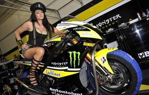 bike, yamaha, racebike, brunette, sexy babe, high heels, cap, babes and bikes, pit girl, hi-q