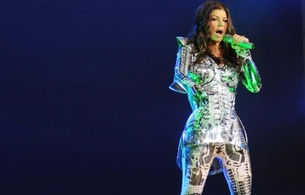 stacy fergueson, singer, brunette, celebrity, on stage, microfone, performing, fancy costume, sexy babe, stacy, fergie, stacy ann ferguson, fergie duhamel, real celebs wall