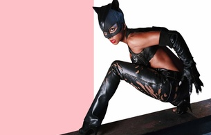 halle berry, sexy babe, ebony, actress, hollywood, glamour, posing, black, leather, costum, mask, pants, top, gloves, high heels, movie, catwoman, batman, ebony gold, real celebs wall