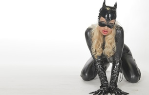 blonde, model, sexy babe, long hair, red lips, kneeling, doggy, posing, black, shiny, lycra, catsuit, pvc, mask, corset, gloves, shiny clothes, cosplay, catwoman, own cut, widescreen cut, minimalist wall, shiny, fetish, fetish babe