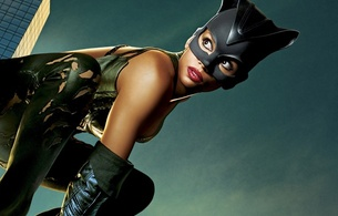 halle berry, sexy babe, ebony, actress, hollywood, glamour, posing, close up, eyes, face, red lips, black, leather, costum, mask, pants, top, gloves, movie, catwoman, batman, real celebs wall
