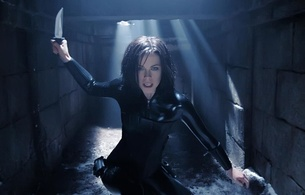 kate beckinsale, moviescene, outtake, screenshot, movie, underworld, actress, hollywood, celebrity, close up, eyes, face, shiny, black, latex, catsuit, sexy babe, armed, knife, armor, hot, personality, fetish babe, real celebs wall