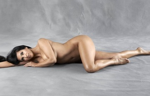 kim kardashian, american, starlet, model, celebrity, exotic, brunette, busty, sexy babe, long hair, posing, laying, naked, hot body, erotic, legs, feet, smile, personality, kim, real celebs wall