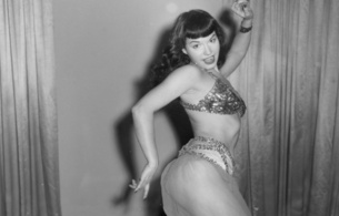 bettie page, betty, bettie, betty page, diva, legend, sexy babe, long hair, posing, smile, sexy dressed, oriental, nice rack, sexy ass, pin up style, black and white, b&w, successfull re-up, real celebs wall, sex symbol, diva, vintage