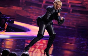 mary j blige, american, exotic, singer, celebrity, blonde, milf, sexy babe, short hair, singing, on stage, sexy, dressed, fur jacket, shiny, lycra, leggings, overknee, leather, high boots, mary, real celebs wall, babes in boots