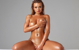 oiled, lisa marie, beautiful, tanned, tits, boobs, breasts, funbags, hooters, norks, jugs, knockers, rack, melons, cleavage, nipples, lisa marie snowdon, hi-q