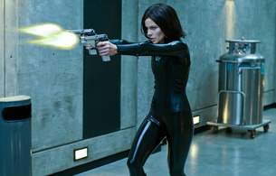 kathrin romary beckinsale, kate beckinsale, brunette, british, celebrity, actress, hollywood, glamour, sexy babe, long hair, movie, underworld, tight clothes, latex, catsuit, leather, corset, automatic weapons, pistols, girls and guns, real celebs wall