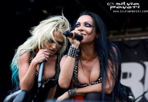 carla harvey, heidi shepherd, female vocal, butcher babies, microphone, low quality