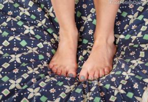 sadie, sadie blair, petite, feet, toe, toes